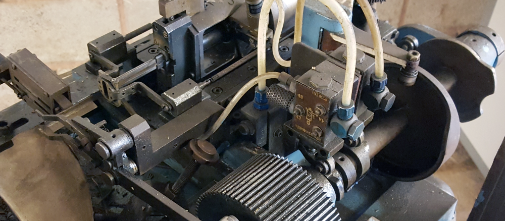 Tail end of an Automat Grid Winder